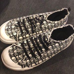 Unionbay skull shoes! Size 10